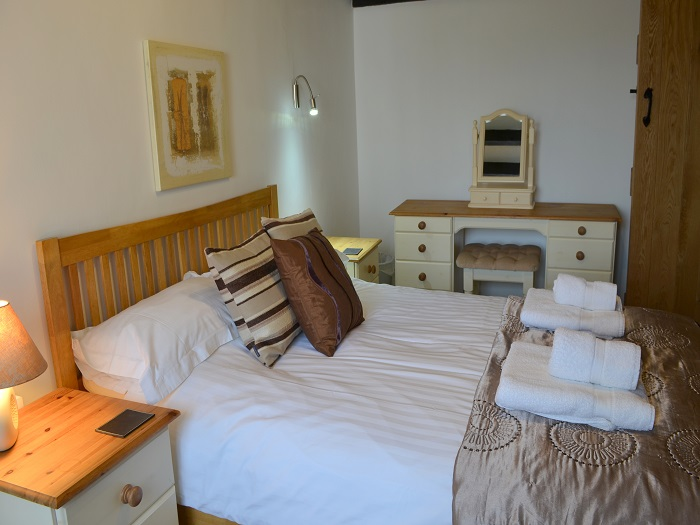 Gull Cottage Double Bedroom at Robin Hill Farm Cottages