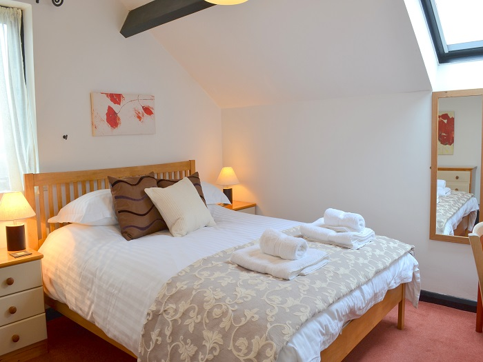 Puffin Cottage Kingsized Double Bedroom at Robin Hill Farm Cottages