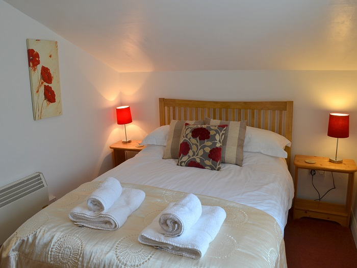 Wren Cottage Double Bedroom at Robin Hill Farm Cottages