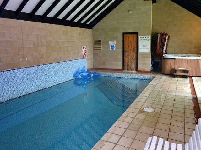 Swimming Pool and Hot Tub at Robin Hill Farm Cottages